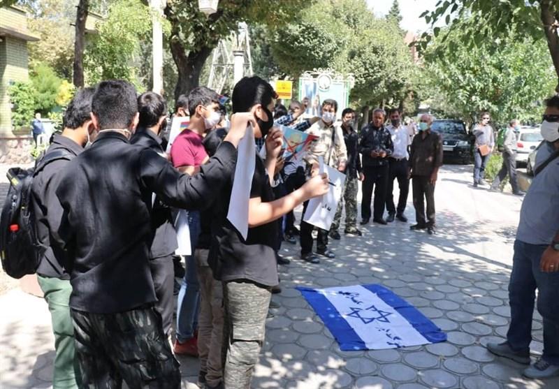 تجمع اعتراضی دانشجویان در مقابل سفارت ارمنستان در تهران