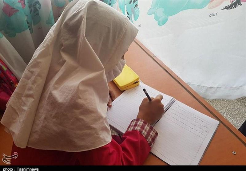توزیع ماسک و مواد ضدعفونی بین دانشآموزان روستایی,