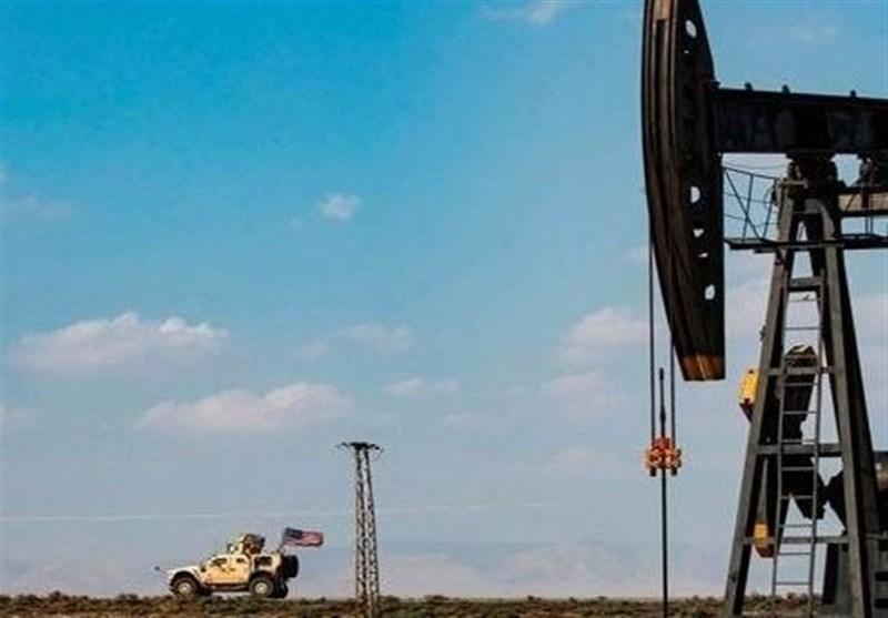 الاحتلال الامریکی یواصل سرقة النفط السوری من منطقة الجزیرة