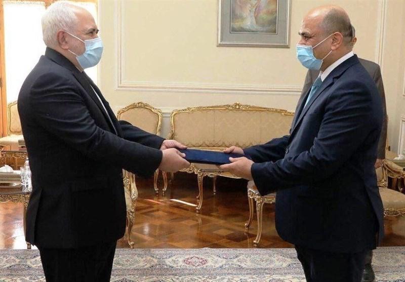 ظریف یتسلم نسخة من اوراق اعتماد السفیر العراقی الجدید لدى ایران