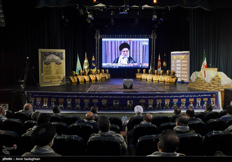 Leader Lauds Iran's Single-Handed Battle with West, East in Sacred Defense
