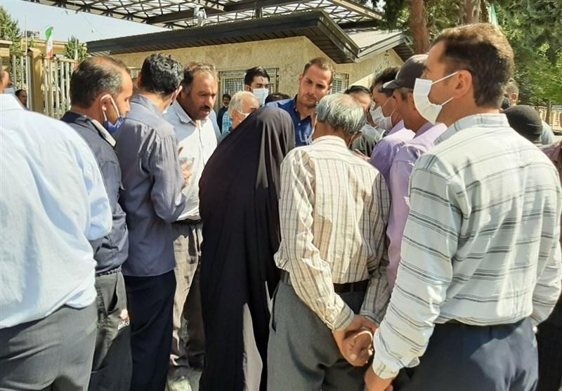 ادامه تعدیل کارگران شهرداری زنجان / شهردار توپ را به زمین شورا انداخت