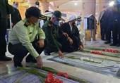 گلزار شهدای بوشهر به مناسبت هفته دفاع مقدس غبارروبی و گلباران شد