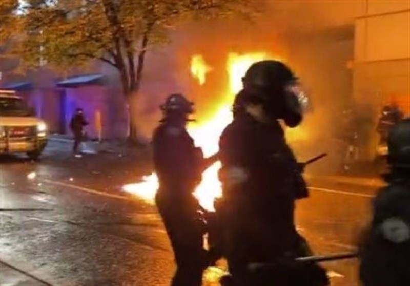 Protesters Throw Molotov Cocktails at Police during Portland Protest (+Video)