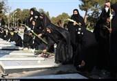 اصفهان| روایت تصویری تسنیم از مراسم عطر افشانی و گلباران مزار شهیدان