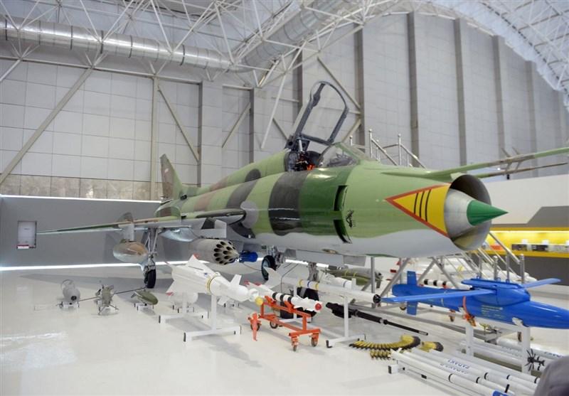 رونمایی از اولین راکت هوا به سطح هدایت پذیر ساخت ایران/ 3 سلاح دیگر به سوخوهای سپاه افزوده شد