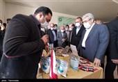 ستاری از نمایشگاه محصولات فناورانه مرکز رشد دانشگاه زنجان بازدید کرد + تصاویر