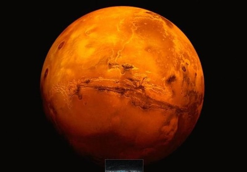 More Evidence of Salty Lake under Surface of Mars' Southern Ice Cap