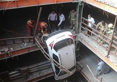 معلق ماندن عجیب پژو ۲۰۰۸ در پارکینگ ۱۷ طبقه! + تصاویر