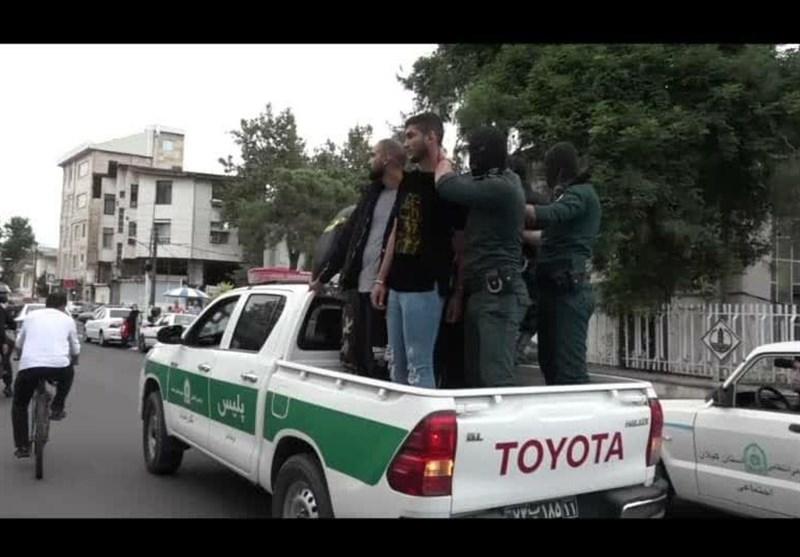 گرداندن اراذل و اوباش حملهکننده به بیمارستان پورسینا در سطح شهر رشت + فیلم