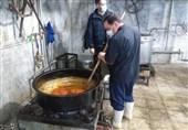 آستان قدس رضوی 30 هزار پرس غذای گرم در حاشیه شهر مشهد توزیع کرد