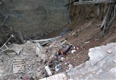 فیلم  جستوجو برای یافتن افراد مدفون شده زیر آوار در خیابان فلاح