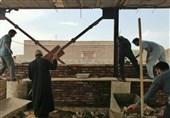 تلاش جوانان آتش به اختیار و جاماندگان اربعین برای خدمت رسانی به محرومان خراسان جنوبی+ تصویر