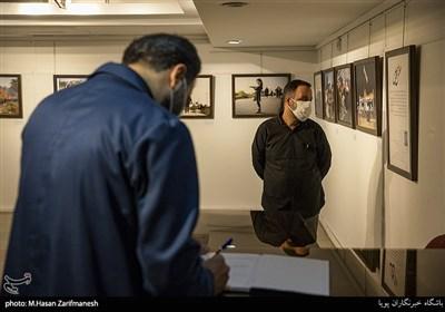 بازدید سید احسان باقری رئیس خانه عکاسان از نمایشگاه عکس (عطش وصل)