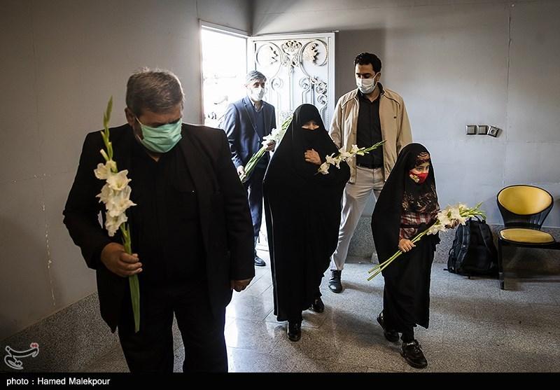 ورود خانواده شهید مدافع حرم زکریا شیری به معراج شهدای تهران