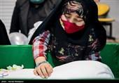 دختر شهید مدافع حرم زکریا شیری در مراسم وداع با پیکر پدر