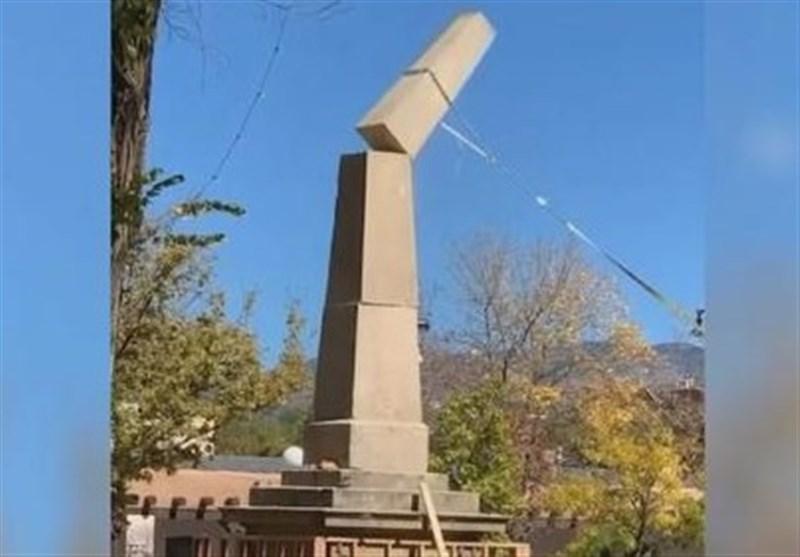 Us Protesters Take Down Civil War Obelisk In Santa Fe New Mexico Video World News Tasnim News Agency