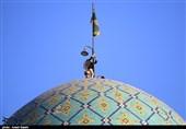 آیین تعویض پرچم امامزاده حسین(ع) قزوین به روایت تصاویر