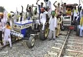 اعتراض کشاورزان هندی و بسته شدن خطوط ریلی گره کور پیش روی دهلی نو