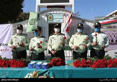 اهدای گل و ماسک همزمان با آغاز هفته نیروی انتظامی