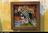 قرار گرفتن خاکهای رنگی در میان قاب آثار هنری زنان جزیره هرمز/ استفاده هنرمندانه از خاک برای اشتغالزایی