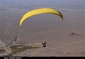 لذت پرواز پاراگلایدرها در آسمان کرمان از قاب دوربین