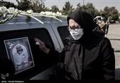 همسر شهید مدافع سلامت سرهنگ مرتضی خوشوقت در مراسم تشییع