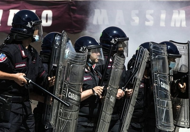 Police Use Water Cannons during Clashes with Anti-Lockdown Protesters (+Video)