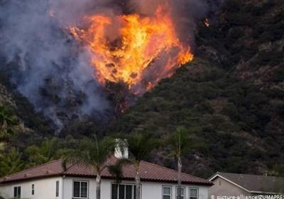 آتشسوزی گسترده در کالیفرنیا/ هزاران نفر مجبور به ترک منازل خود شدند