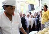 کار خیرخواهانه نانوای اردبیلی در ماه رمضان سفرههای نیازمندان را زینت بخشید + فیلم
