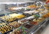 احترام قناد قزوینی به مشتریان با رعایت پروتکلهای بهداشتی/مردم اینجا بدون دغدغه کرونا شیرینی خرید میکنند + فیلم