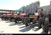 واگذاری 21 دستگاه تراکتور به مددجویان کمیته امداد در استان هرمزگان از دریچه دوربین تسنیم