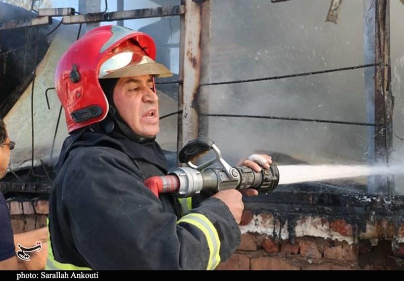 آتشسوزی مهیب در رشت با تلاش 75 آتشنشان مهار شد