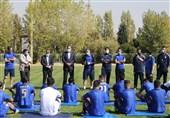 جلسه مددی با بازیکنان استقلال پس از پایان تمرین امروز