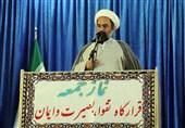 امام جمعه زاهدان: در شهرهای بزرگ سیستان و بلوچستان مشکل آب، نان و کپسول گاز داریم