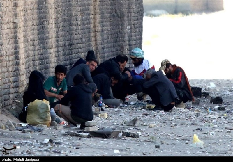 حاشیهنشینی در حاشیه ـ 1| نمایی دیگر از اصفهان در مناطق حاشیهنشین / جایی که دیگر رنگ و بویی از سرسبزی و گنبدهای فیروزهای نیست + فیلم
