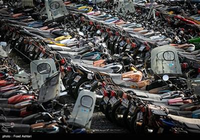 رسوب چند ساله موتورسیکلتها در پارکینگهای تهران