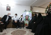 دیدار رئیس بنیاد شهید و امور ایثارگران با خانواده شهید امر به معروف