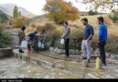 روایتی از روزگار ناخوش مردم کردستان/ مردمانی که برای تهیه آب شرب به چشمهها پناه میبرند+تصاویر