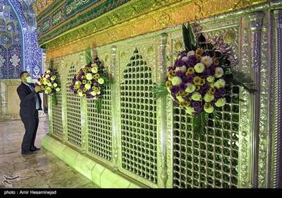 گل آرائی ضریح مطهر حضرت معصومه(س) در سالروز ورود بانوی کرامت به شهر قم