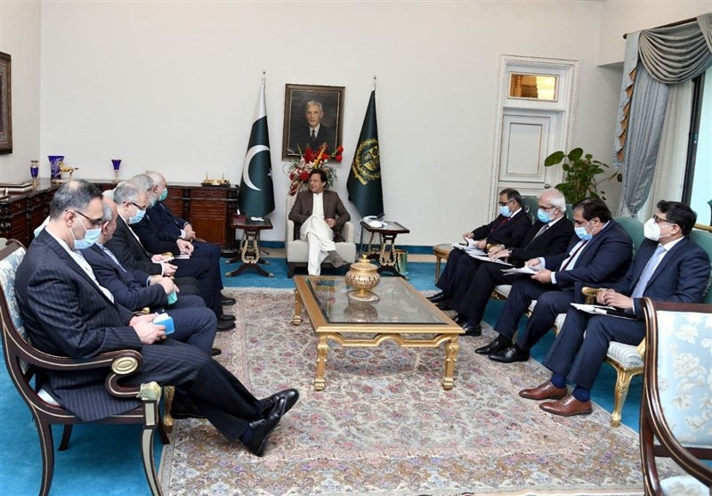 ظریف در دیدار با عمران خان: کشورهای همسایه برای جمهوری اسلامی ایران در اولویت هستند
