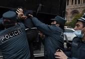 بازداشت 90 معترض در پایتخت ارمنستان/ ادامه اصرار مخالفان برای برکناری پاشینیان