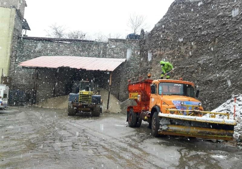 تهران| بارش برف رودبار قصران را سفید پوش کرد؛ با کاهش دما احتمال یخ زدگی معابر وجود دارد