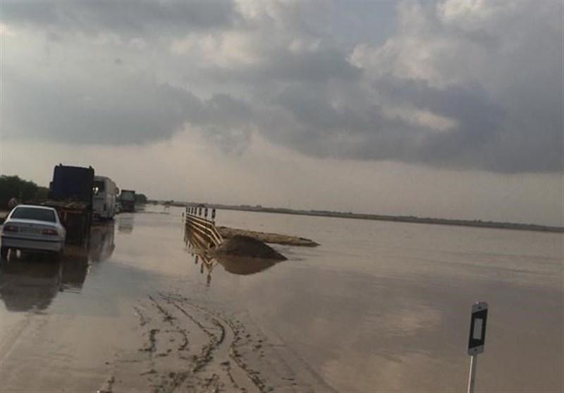 بارندگیهای شدید برخی از محورهای مواصلاتی استان بوشهر را مسدود کرد +تصاویر