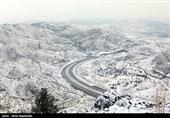 بارش برف راه 8 روستای کهگیلویه و بویراحمد را قطع کرد