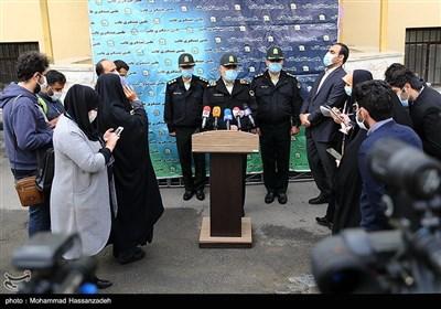 سردار حسین رحیمی رئیس پلیس تهران در جمع خبرنگاران بعد از بازدید از کشفیات طرح رعد 39