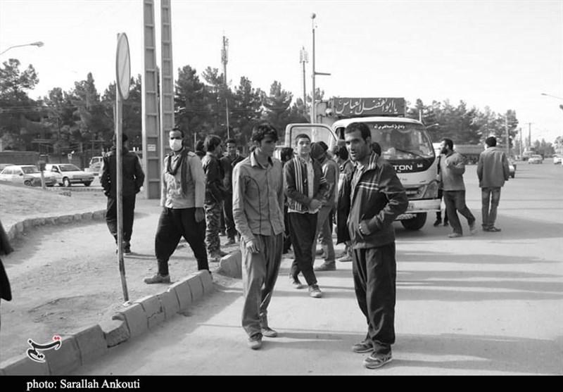 قصه «پرغصه» کارگران فصلی استان مازندران ـ 6| کارگران سرگذر این روزها حال خوبی ندارند/چشمانی که تمام روز منتظر کار است + فیلم