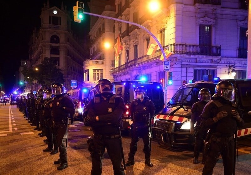 Anti- Eviction Protesters Clash with Armed Police in Barcelona (+Video)