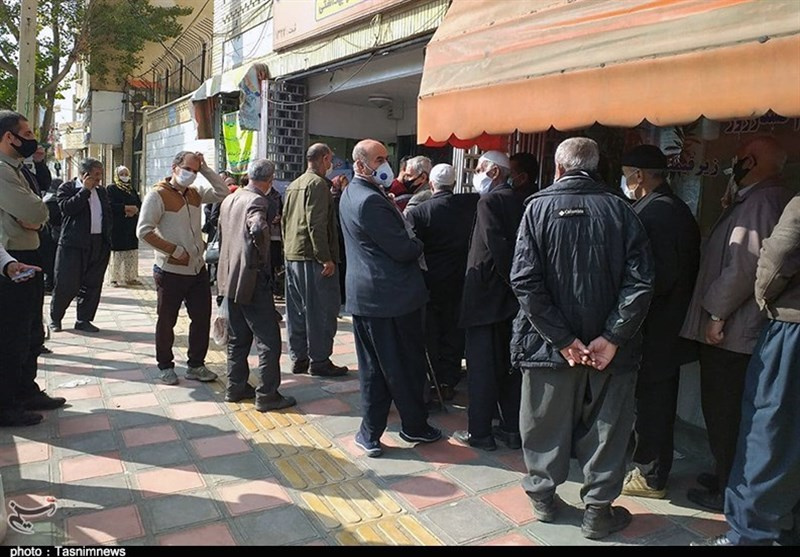 خرید مرغ به قیمت جان مردم / صفهای طویلی که برای خرید مرغ منجمد در استان اردبیل بسته میشود