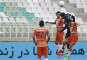 لیگ برتر فوتبال| تساوی یک نیمهای در 2 بازی همزمان